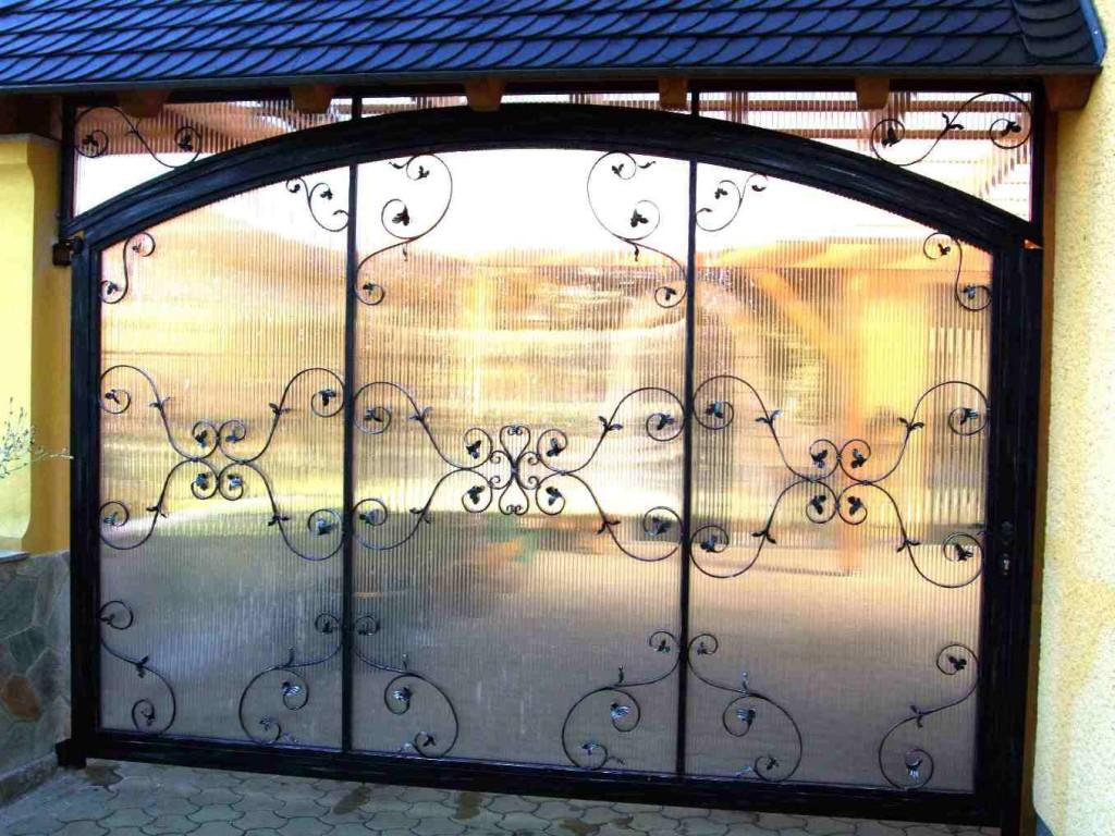 Tor mit Kunstglasfüllung in Mutzschwitz