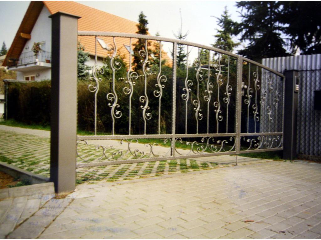 Einfahrtstor mit Stichbogen in Meißen