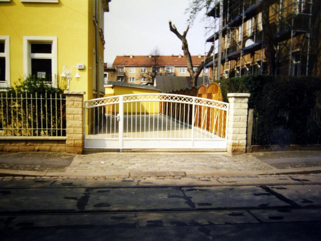 Tor mit Rundbogen in Dresden Dieselstraße