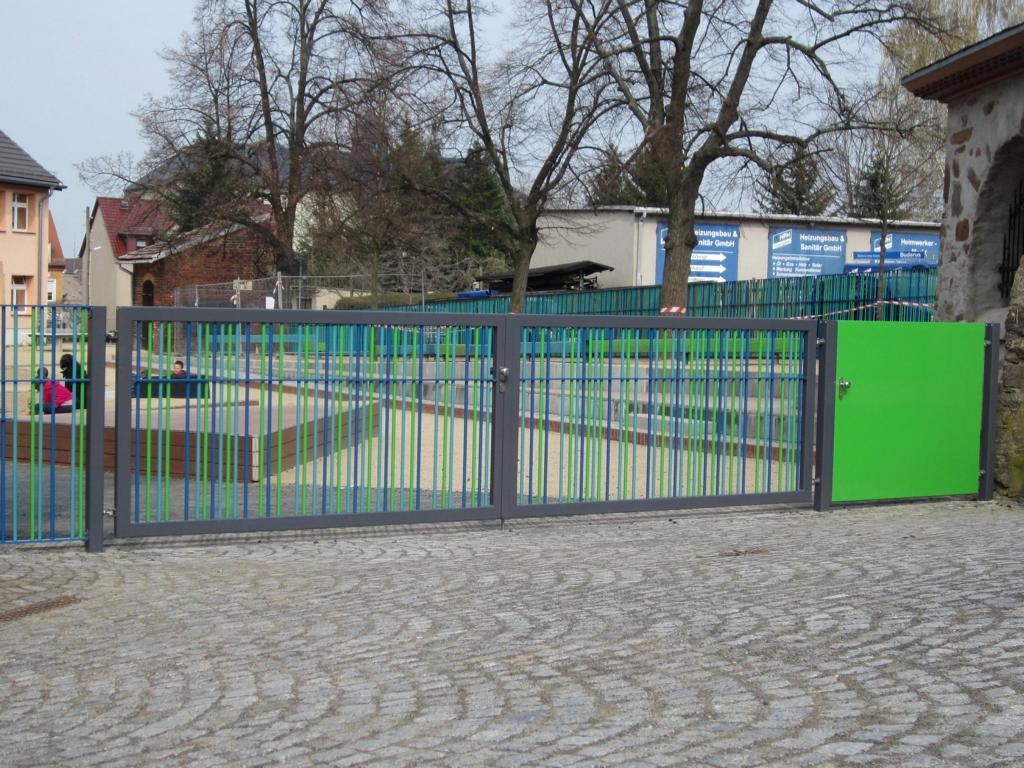 Toranlage pulverbeschichtet Grundschule Nossen